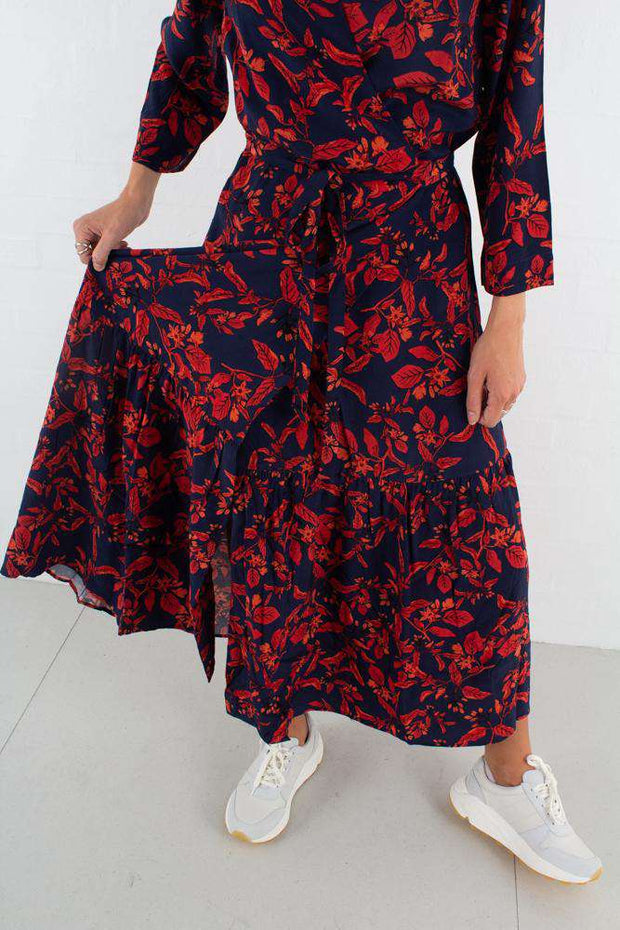 Raida Long Dress - Red Flower fra Gestuz - bunden
