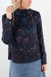 Harriet Top i Flowers Navy fra Wood Wood - 1