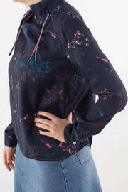 Harriet Top i Flowers Navy fra Wood Wood - 3