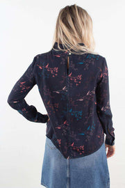 Harriet Top i Flowers Navy fra Wood Wood - 4