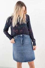 Harriet Top i Flowers Navy fra Wood Wood - 5