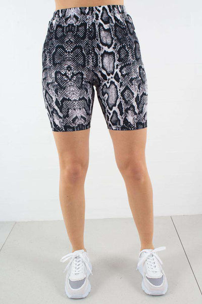 Edit website SEO Snake Print Cyckling Shorts fra NA-KD
