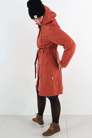 Curve Jacket - Rust fra Rains Journal