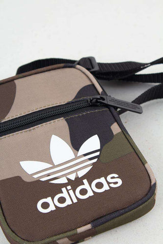 Camo Fest Bag DV2476 fra Adidas Originals