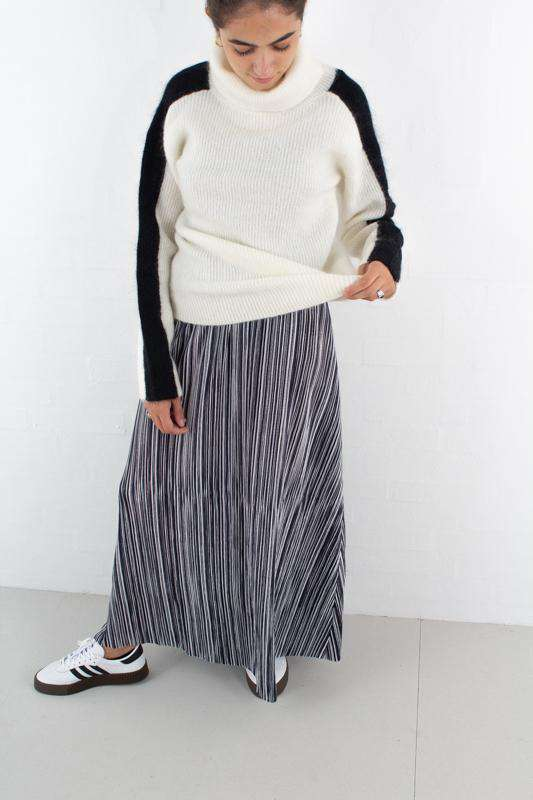 Image of   Ophelia Cecilie Maxi Skirt - Sort/Hvid L