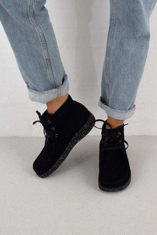 Emma Suede sko i Black fra Nature Footwear