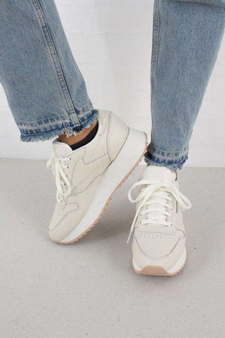 CL LTHR DOUBLE sneakers i chalk og bare beige fra Reebok