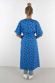 Elsie wrap dress - Blue/Navy dot fra Gestuz - bagfra