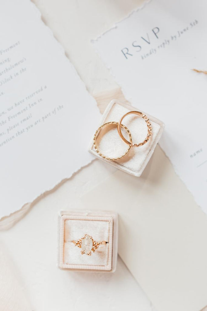 Style Me Pretty: Luxe Gold Wedding Inspiration for the Parisian-Obsessed