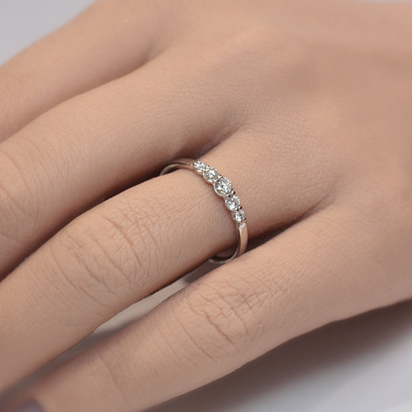 Graduating Diamond Ring