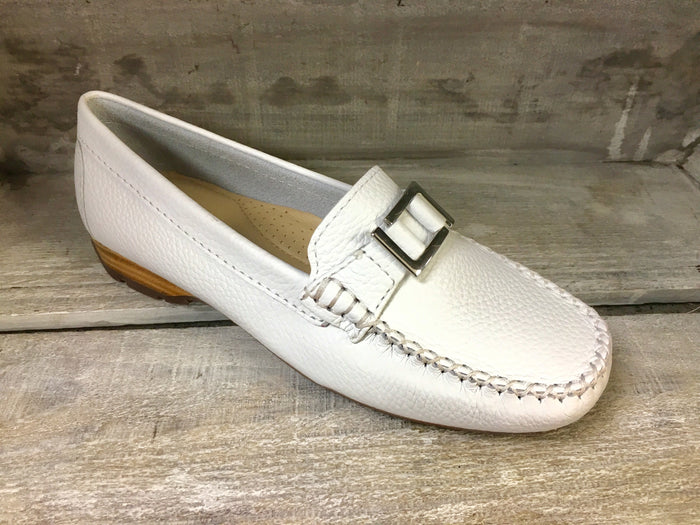 Globo Kingsbridge White Womens Casual Comfort Leather Loafers