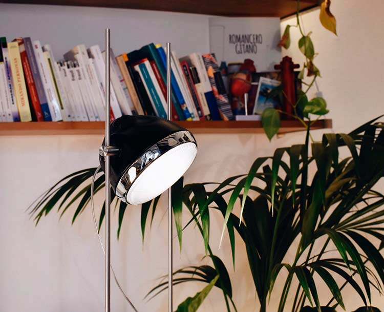 Halley R-Lamp in a Born apartment 02