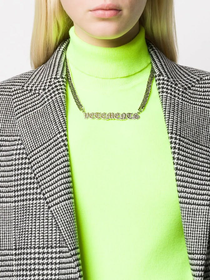 VETEMENTS WOMEN GOTHIC LOGO NECKLACE