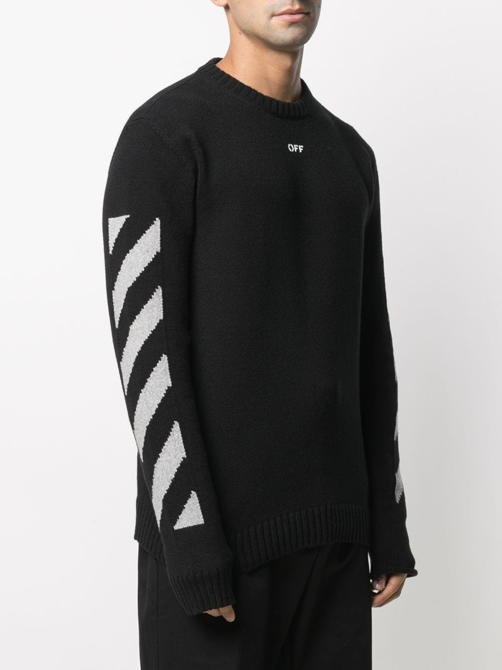 OFF WHITE MEN ARROW CREWNECK SWEATER