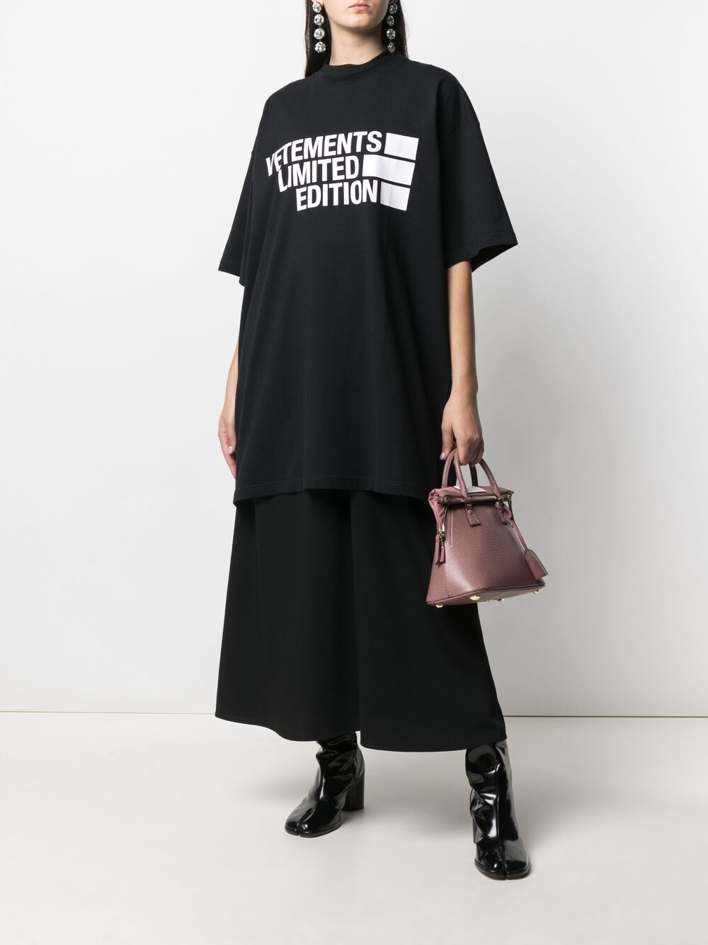 VETEMENTS UNISEX BIG LOGO LIMITED EDITION T-SHIRT