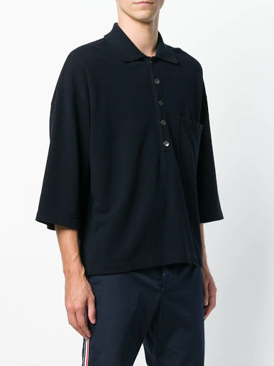THOM BROWNE MEN OVERSIZED SS POCKET POLO IN CLASSIC PIQUE
