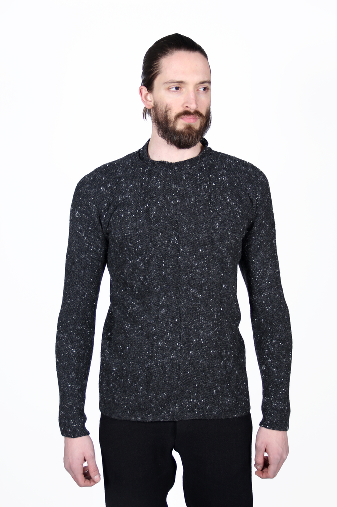 MA+ MEN ROUND NECK CROSS PULLOVER SWEATER