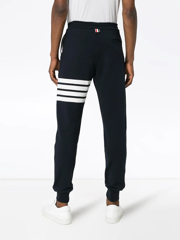 THOM BROWNE MEN CLASSIC SWEATPANT WITH ENGINEERED 4-BAR IN CLASSIC LOOP BACK