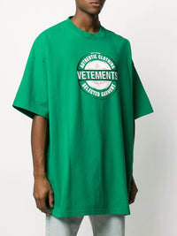 VETEMENTS MEN BEER BADGE T-SHIRT