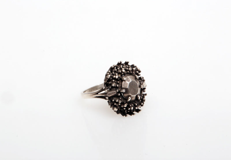 JULIA ZIMMERMANN BIG PRONG RING WITH A FILED STONE