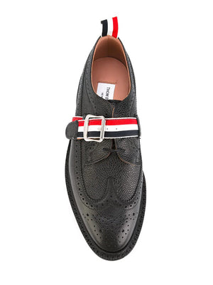 THOM BROWNE MEN CLASSIC LONGWING BROGUE W/ RWB GG STRAP & LEATHER SOLE IN PEBBLE GRAIN