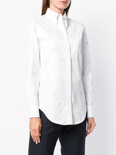THOM BROWNE WOMEN CLASSIC LONG SLEEVE BUTTON DOWN POINT COLLAR SHIRT IN OXFORD W/ SINGLE COLOR SYNCHORNIZED SWIMMER EMBROIDERY