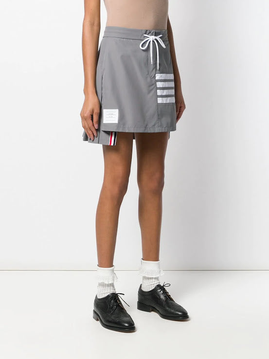 THOM BROWNE WOMEN PLEATED BACK MINI SKIRT FLYWWEIGHT TECH W/ 4 BAR STRIPE