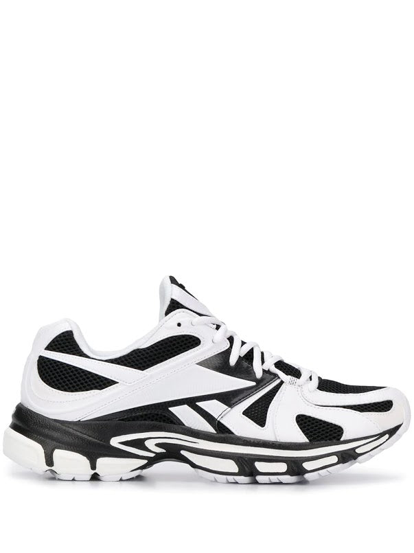VETEMENTS MEN REEBOK EDITION SPIKE RUNNER 200 SNEAKERS