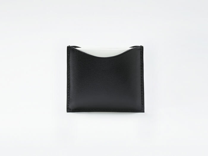 LA BOUCHE ROUGE REFILLABLE FINE LEATHER COMPACT CASE - BLACK