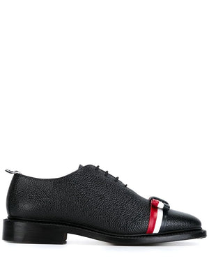 THOM BROWNE WOMEN WHOLECUT W/RWB LEATHER BOW & LEATHER SOLE IN PEBBLE GRAIN