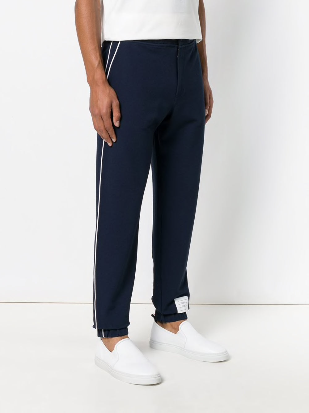 THOM BROWNE MEN SWEATPANTS IN TECH KNIT WITH PIPING