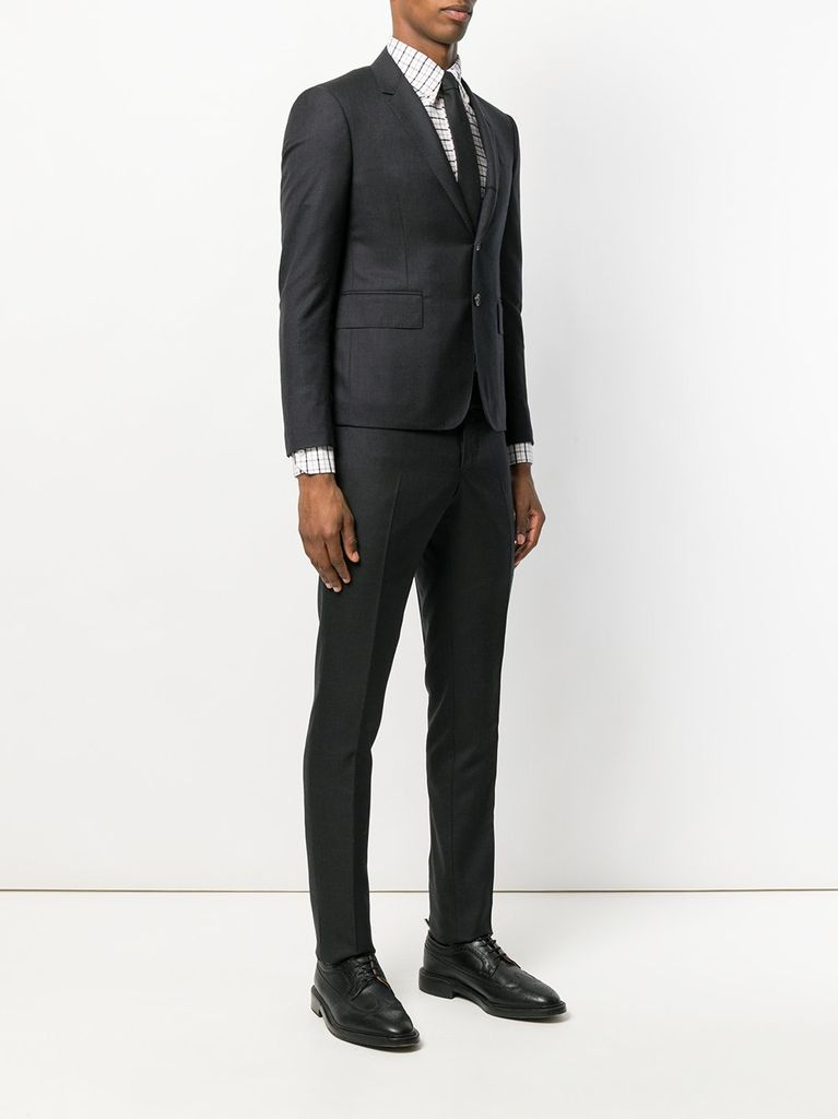 THOM BROWNE MEN HIGH ARMHOLE SUIT W/ TIE AND LOW RISE SKINNY TROUSER IN SUPER 120S TWILL SUIT SET