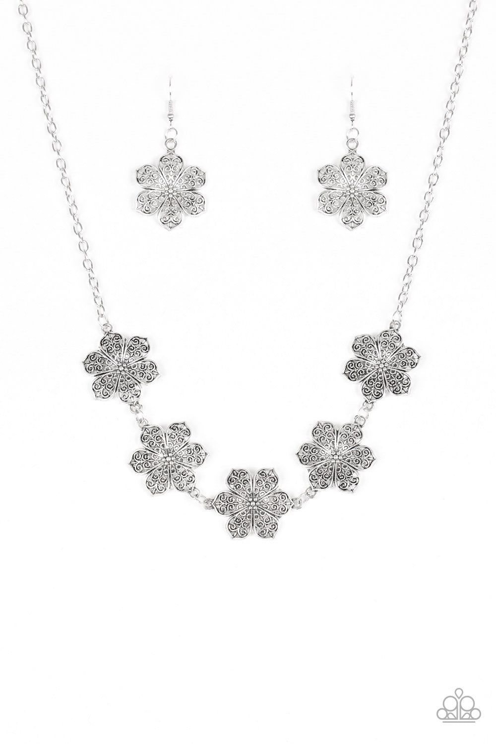 Paparazzi Island Maven Silver Flower Necklace And Matching Earring