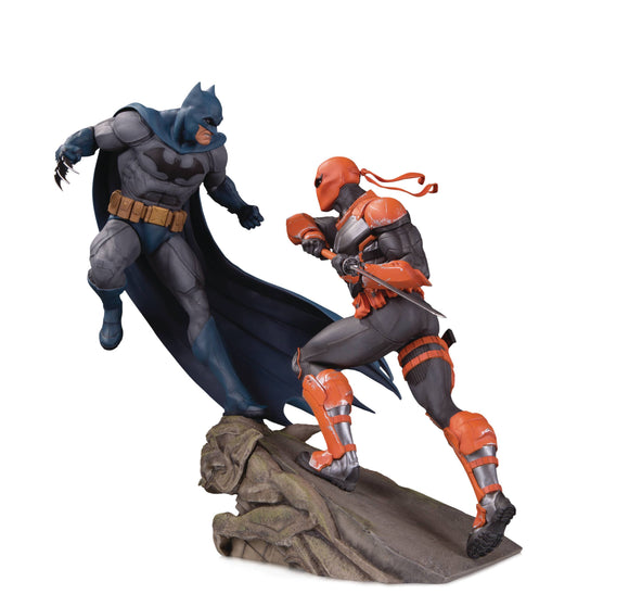 BATMAN VS DEATHSTROKE BATTLE STATUE