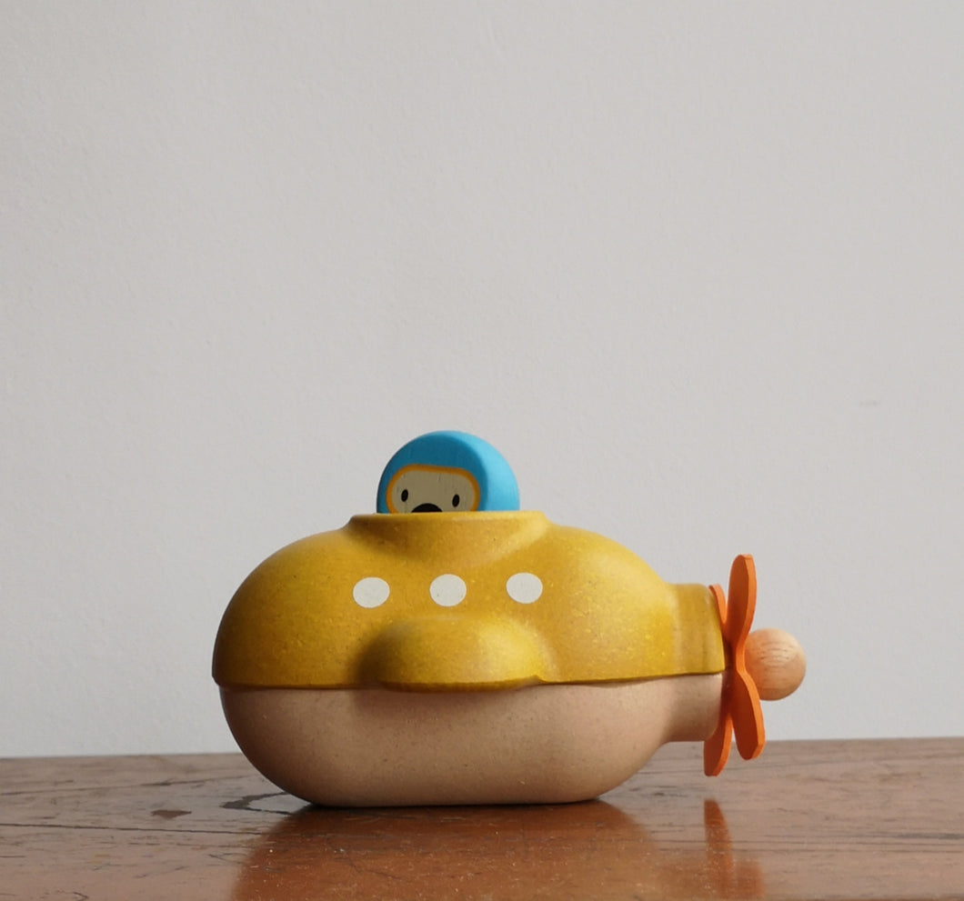 Wooden submarine bathtoy