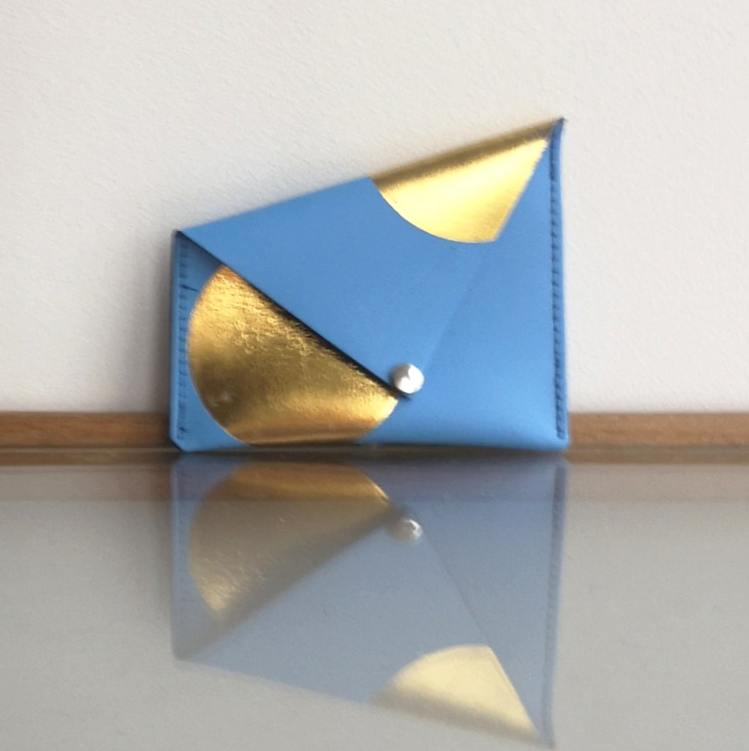 Asymmetric spot purse