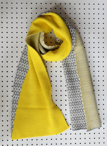 Graphic knitted scarf