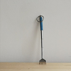 Key ring backscratcher