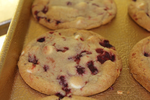 "strawberries ""n"" cream cookies"