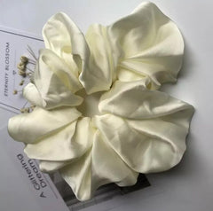 Milky white scrunchy - Just Violeta