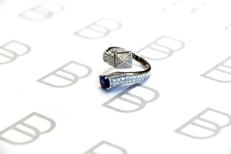 18K White Gold with Sapphire