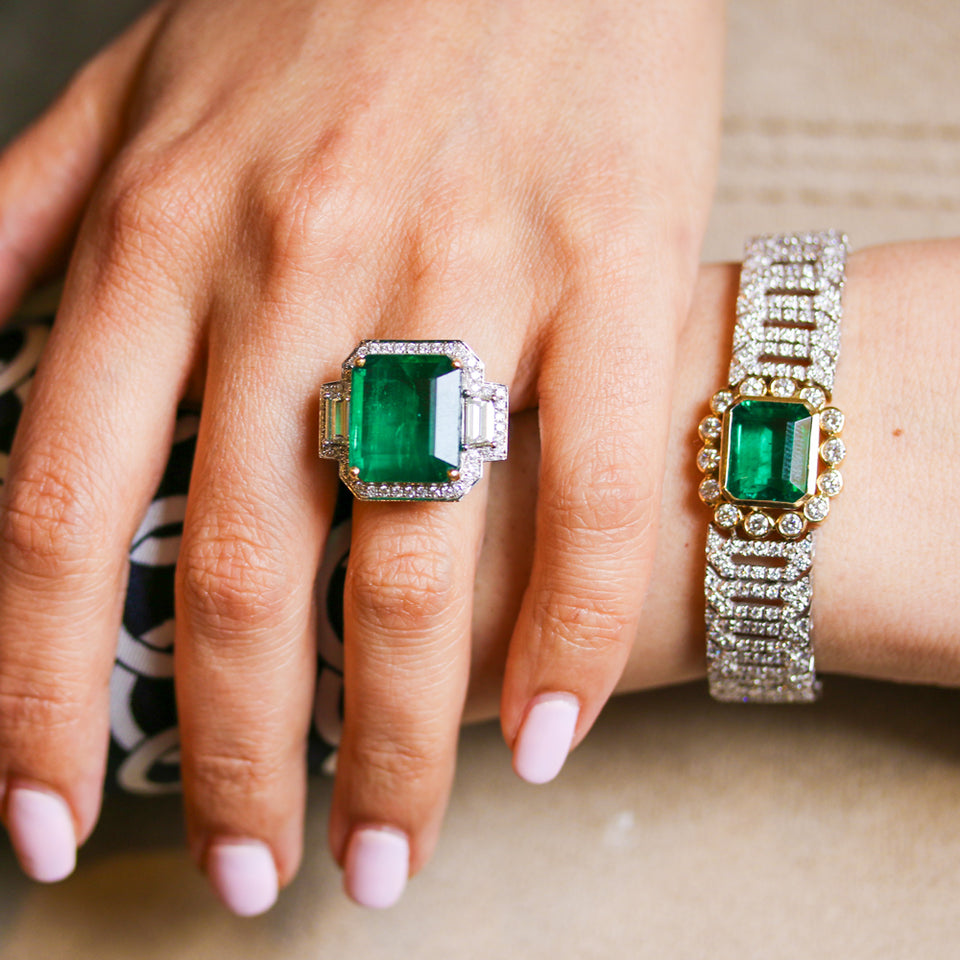 18K White Gold Ring and Bracelet Set with Emerald and Diamond