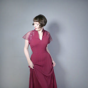 40s WINE COLOURED PLEATED CREPE EMBELLISHED EVENING DRESS - L / VOLUP