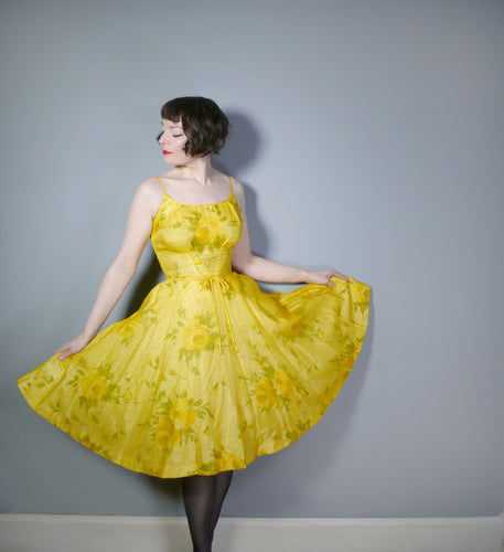 50s 60s YELLOW ROSE PRINT SILK CHIFFON FULL SKIRTED COCKTAIL / PARTY DRESS - S