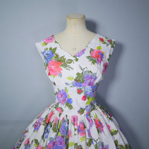 BRIGHT FLORAL ROSE PRINT 50s FULL SKIRED DRESS IN WHITE COTTON - M