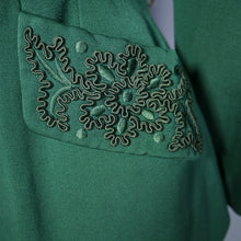 Load image into Gallery viewer, 40s GREEN FITTED SINGLE BUTTON JACKET WITH SOUTACHE POCKETS - M