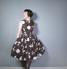 Load image into Gallery viewer, BROWN 50s FULL SKIRT DAY DRESS WITH MID CENTURY WHITE ROSE SILHOUETTE PRINT - S