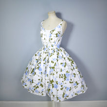 Load image into Gallery viewer, VINTAGE WHITE 50s PAINTERLY BLUE ROSE PRINT COTTON DAY DRESS - S