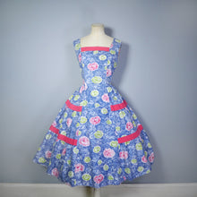 Load image into Gallery viewer, 50s FEATHERY FLORAL BLUE COTTON DRESS WITH TIERED FULL SKIRT - M