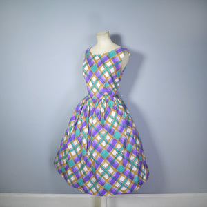 50s PAINTERLY PLAID PRINT COTTON DAY DRESS IN PURPLE, GREEN, BROWN AND WHITE - M